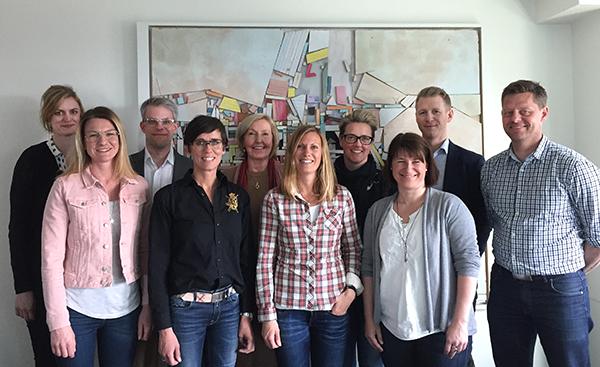 Deltagarna i försöksverksamhetens första omgång tillsammans med Lena Adamson, direktör för Skolforskningsinstitutet 2015–2018