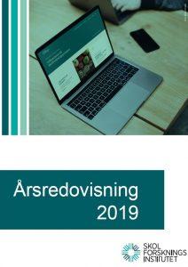 Årsredovisning 2019 med bild på dator som visar Skolforskningsportalen.